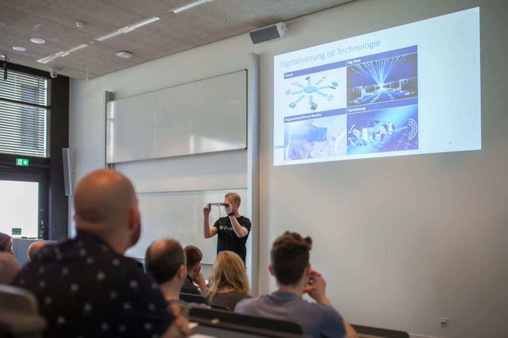 Lotte Prädikow und Malte Wattenberg präsentieren das Projekt