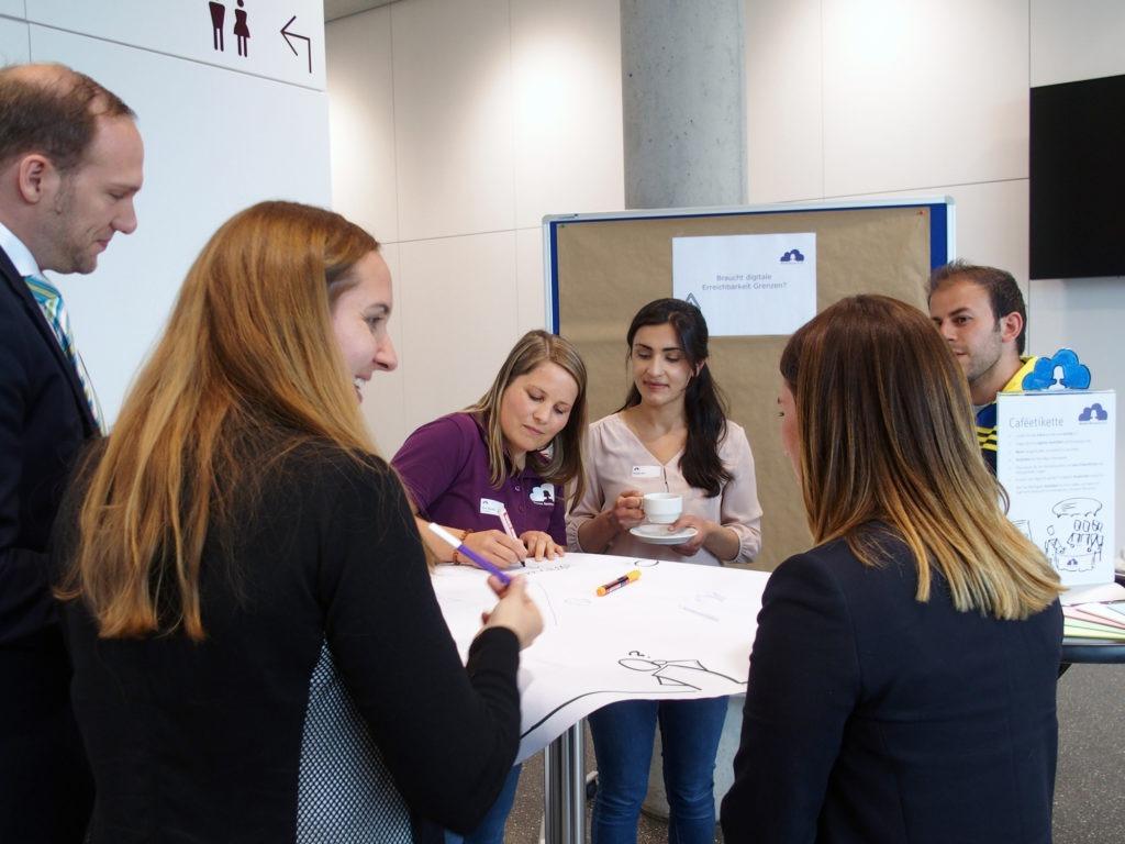 Teilnehmer diskutieren am dritten Workshop